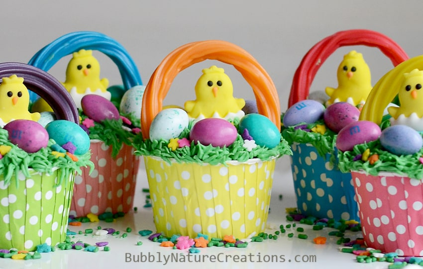 Easter Basket Cupcakes!  So adorable and easy to make.  Love the chicks and grass!