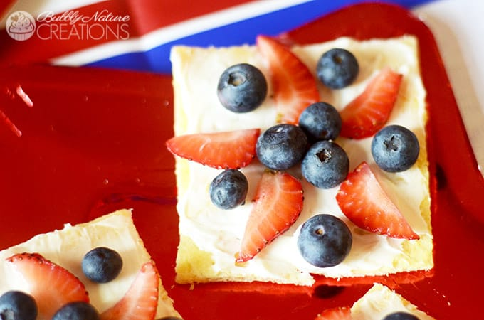 Red, White and Blueberry Fruit Pizza Stars! So cute! #shop