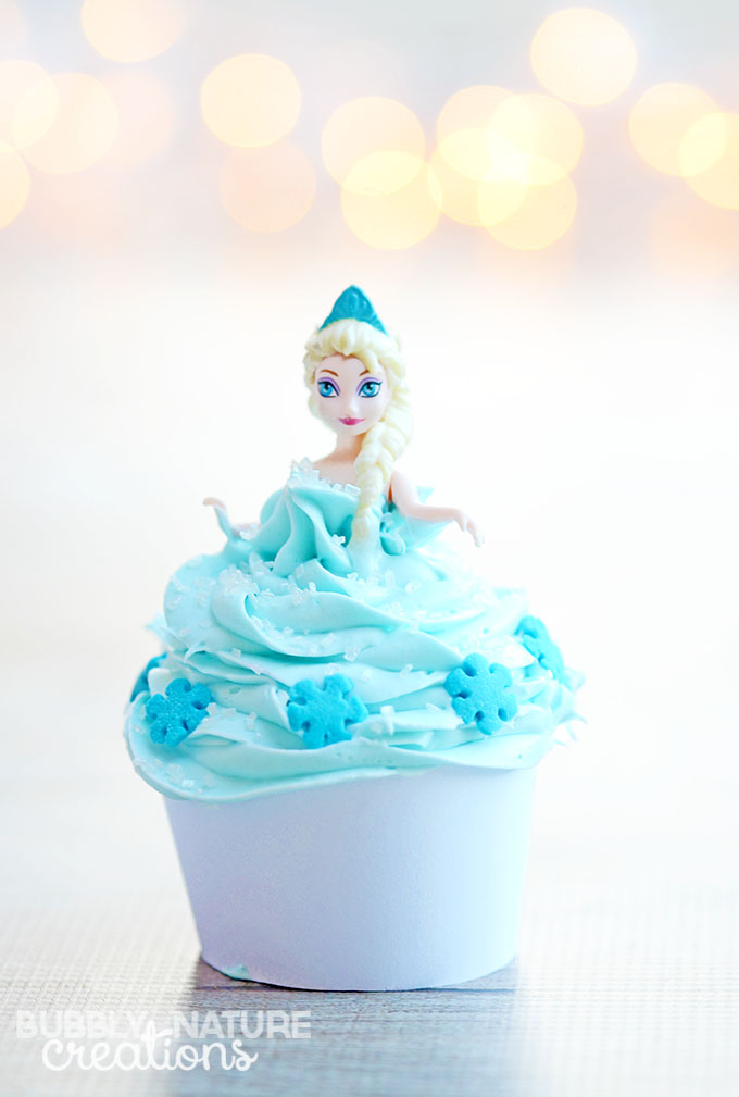 Disney Frozen Elsa Cupcakes! So easy and the doll is a party favor!