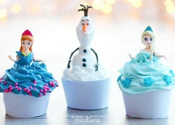 Disney Frozen Anna, Elsa and Olaf Cupcakes! So easy and the dolls can be party favors!