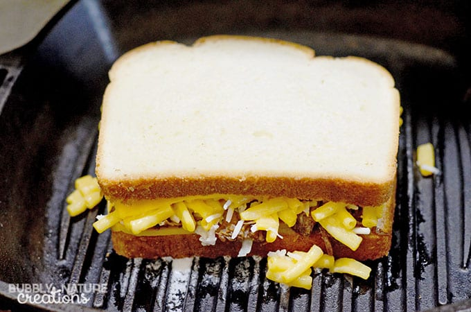 Grilled Mac and Cheese with Barbecue Beef cooking.  #CollectiveBias #RollIntoSavings #shop