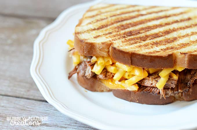Grilled Mac and Cheese with Barbecue Beef.. such an awesome recipe!