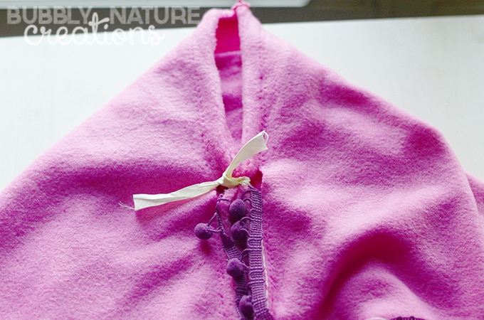 Disney FROZEN No-Sew Cape Tutorial!  So easy and looks just like the real thing!