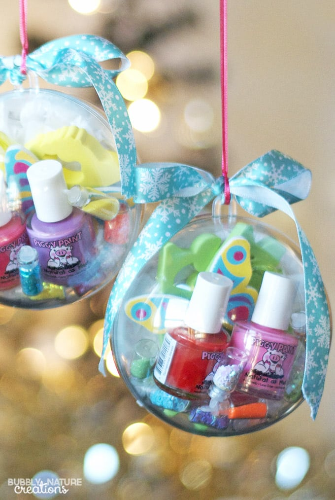 Nail Kit Ornaments With Piggy