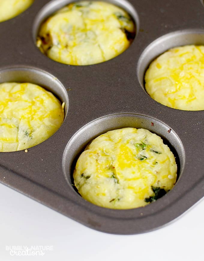 12 Easy Make Ahead Breakfast Muffins! Cheesy and delicious #WeightWatchers