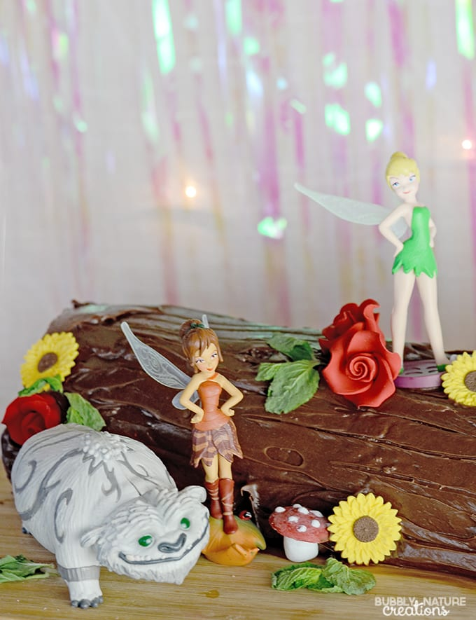 Tinkerbell's Log Cake!  So cute for a Tinker Bell or Woodland theme party.  Complete with toadstools!