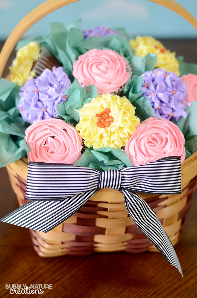 Cupcake Bouquet Basket!!  Such a pretty Mother's Day gift idea or beautiful party centerpiece!