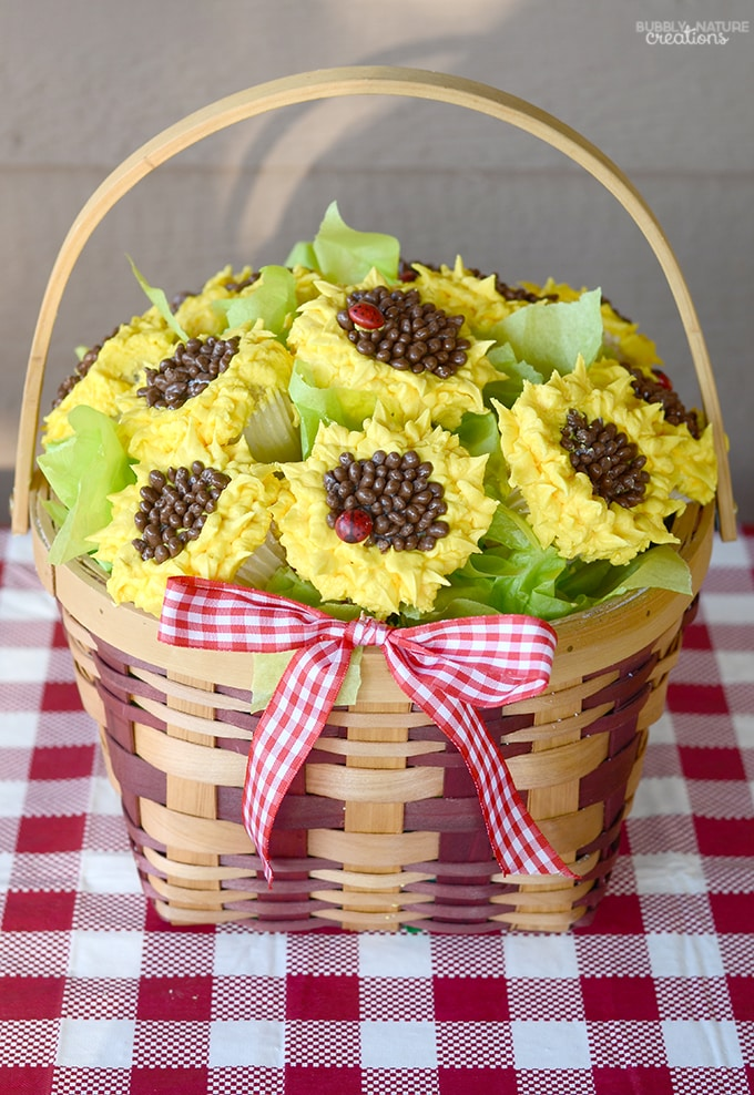 Sunflower Cupcake Basket!! Such a pretty display and Easy Cake decorating Idea.