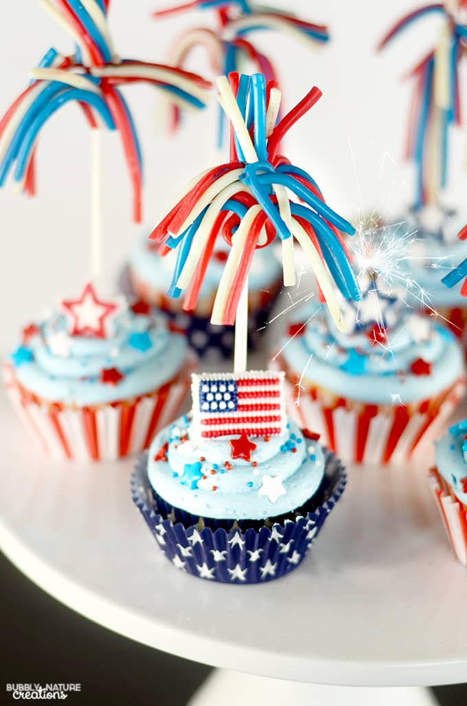 Star Spangled Cupcakes w Candy Sparklers & Pop Rocks inside! Fun 4th of July Dessert!