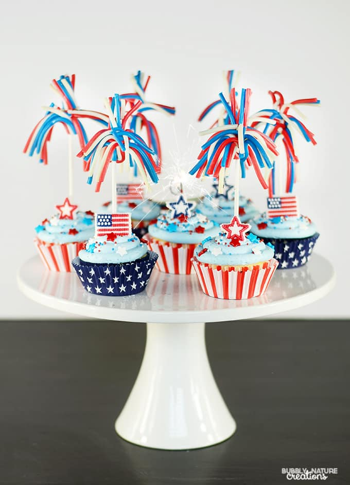 Star Spangled Cupcakes w Candy Sparklers and Pop Rocks inside! Fun 4th of July Dessert!