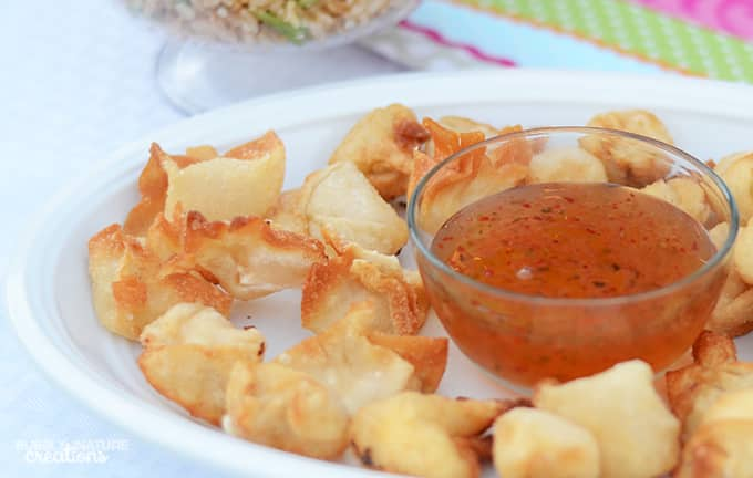 4 Ingredient Cream Cheese Wontons!  Simple and delicious wonton recipe for an easy appetizer!