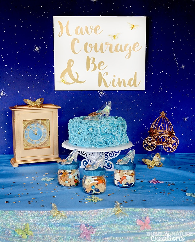 Disney's Cinderella movie is now on DVD and is the perfect excuse to have a fun Cinderella viewing party. I love the Cinderella favor jars & snack mix... so fun!