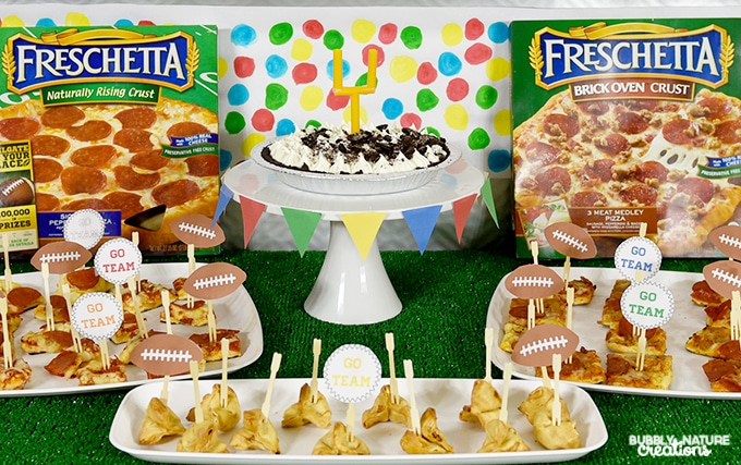 Easy Football Party Ideaswith Freschetta Pizza!!! This fun party set up is easy to make and has free printables!!!