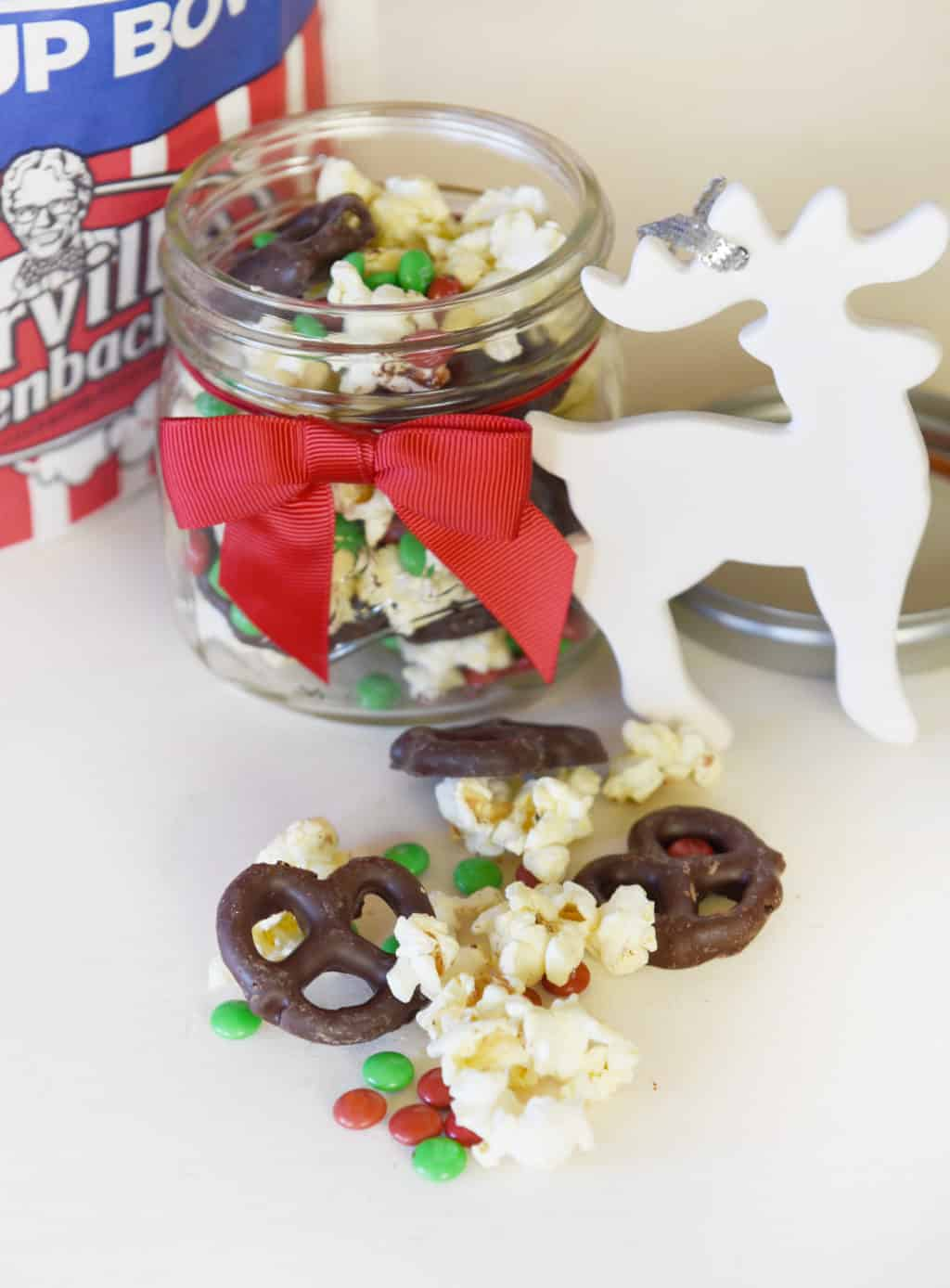 Reindeer Snack Mix! So cute and delicious! Perfect for gift giving in a jar.