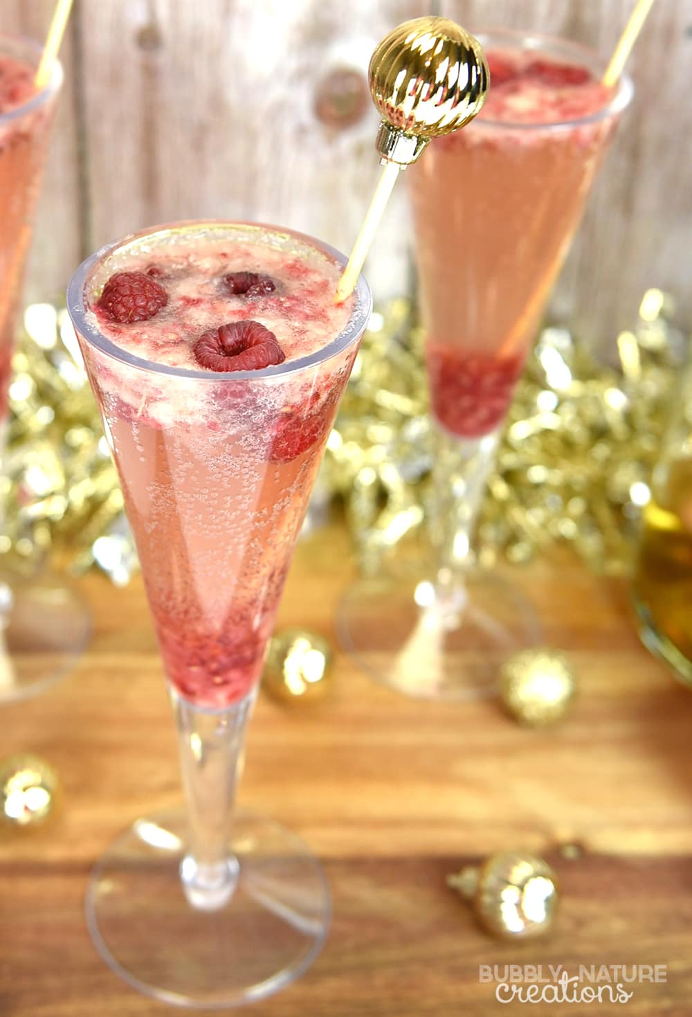 Sparkling Raspberry Pear Mocktail!! Perfect holiday drink!