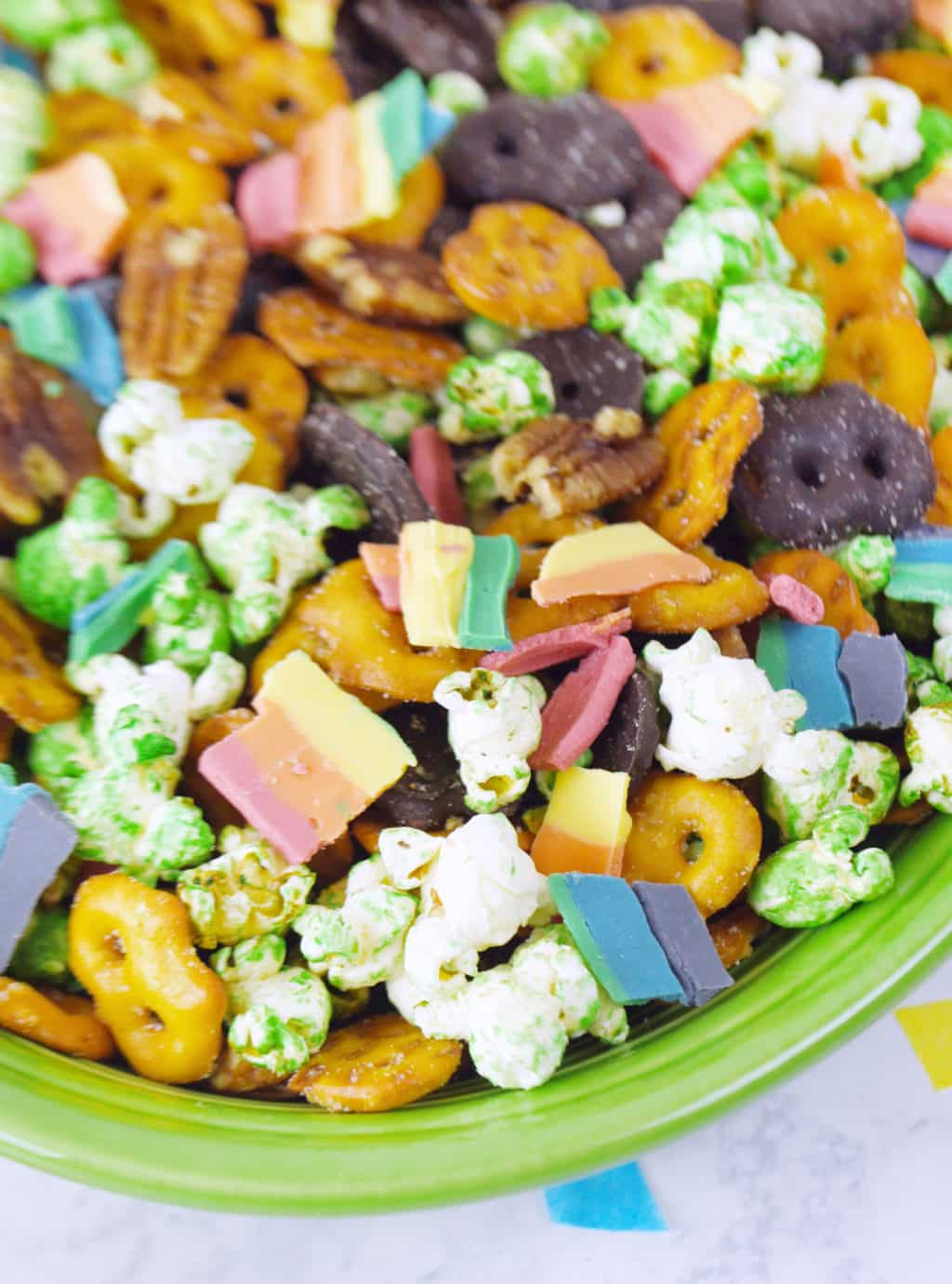 Rainbow St. Patrick's Day Snack Mix!!! Such a fun and delicious snack mix for St. Patrick's Day!