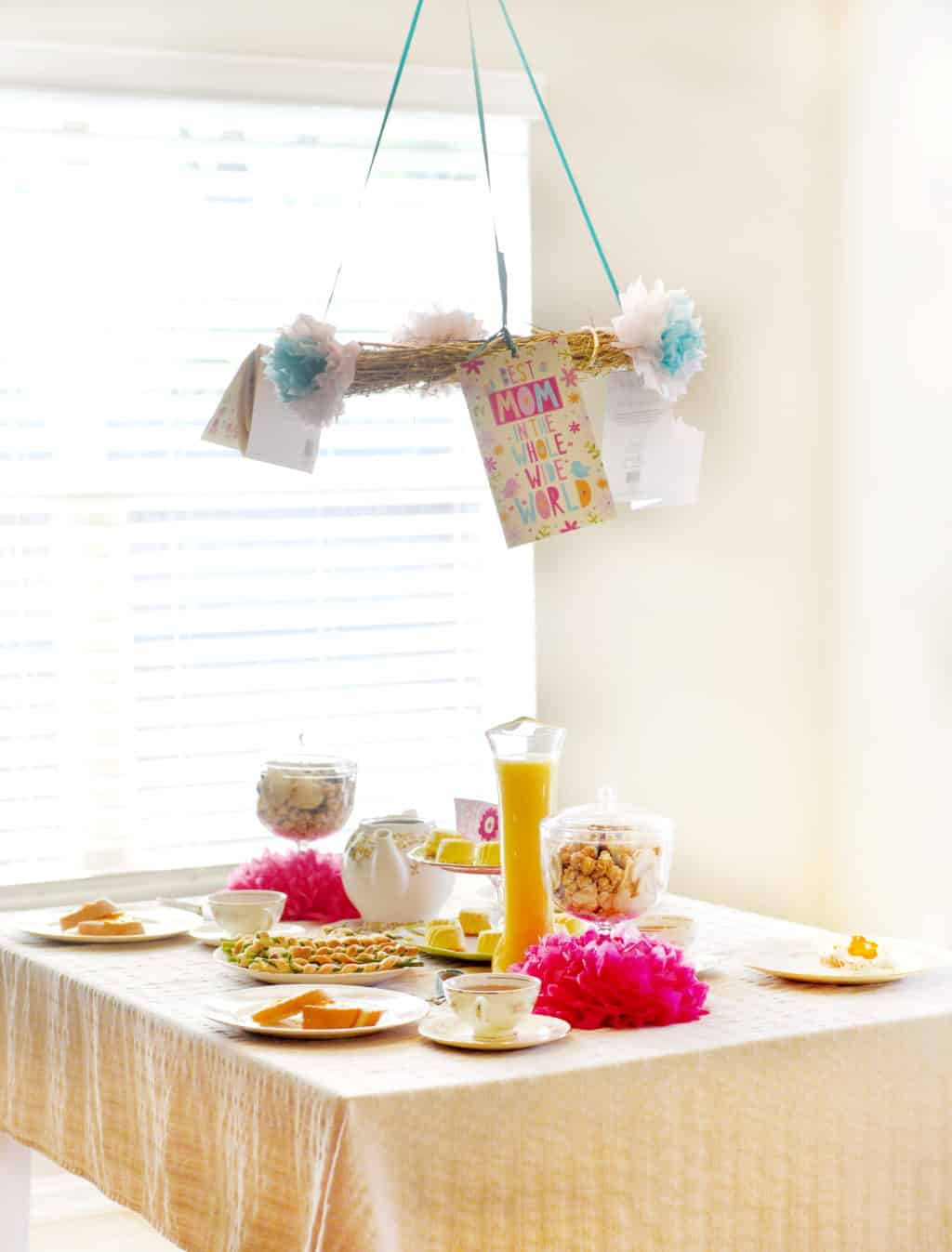 Mother's Day Brunch Ideas! Easy ideas for a nice Mother's Day brunch!