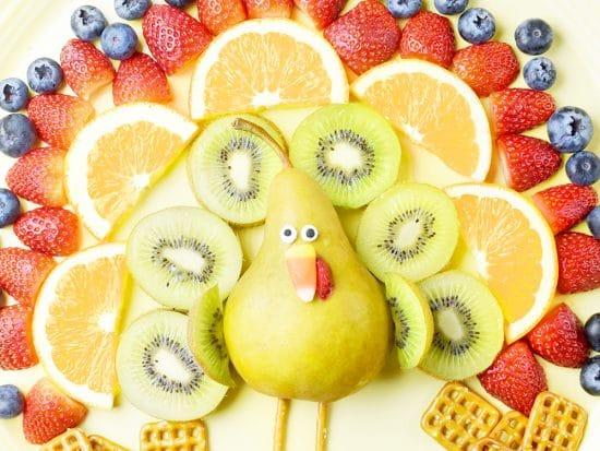 Turkey Fruit Platter ⋆ Easy Thanksgiving Fruit Tray