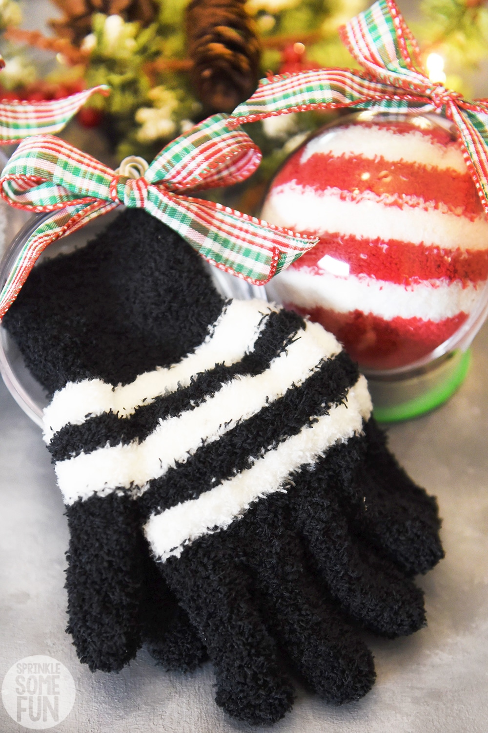 Winter Socks and Gloves Ornaments DIY