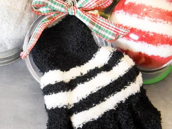 Winter Socks & Gloves Ornaments ⋆ DIY Frugal Christmas Gift